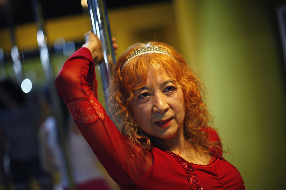 pole dancing old granny_05